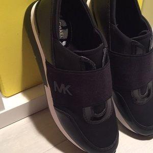 🖤Michael Kors Black Sneakers One Size Left🖤
